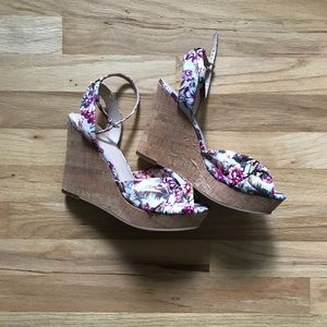 "BP 4.5"" wedge floral sandal! Size 9"